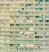 Ovo Mi Je Zgrada, Čekaj Me Pod Prozorom