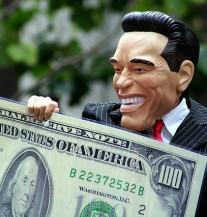 Dan iz snova: Iz kombija ispalo 2 miliona dolara, građani skupljali novac s ulice (VIDEO)