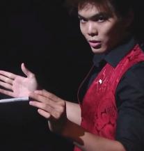 Ovo je preludo: Stvar mu nestaju iz ruku i izlaze iz usta (VIDEO)