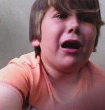 Dječak (9) je isprobao ljutu papričicu: 'Aaaa… sve mi gori!' (VIDEO)