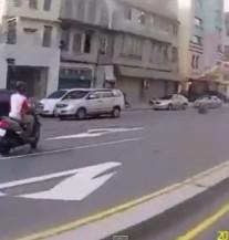 Pokušao da umakne policiji na sve moguće načine, a onda je KARMA UZVRATILA UDARAC! (VIDEO)